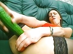insertion porn : girls getting naked